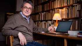 Andrés Trapiello, en su despacho.