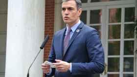 Pedro Sánchez, presidente del Gobierno, en las escalinatas de Moncloa.