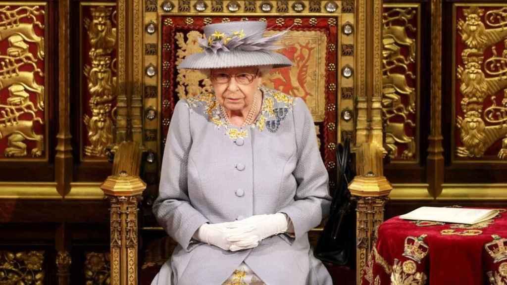 La Reina Isabel II durante su discurso ante la Cámara de los Lores.