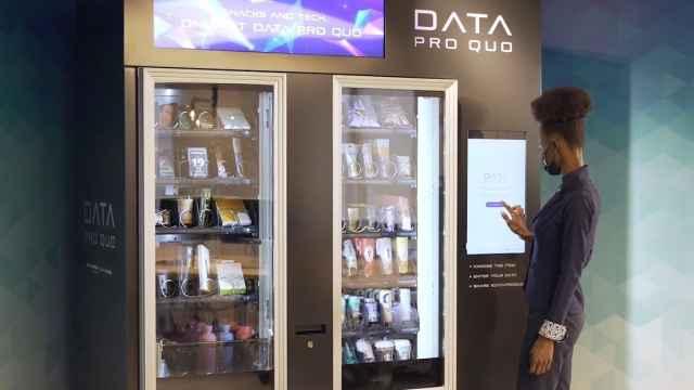 Máquina expendedora donde pagas con datos