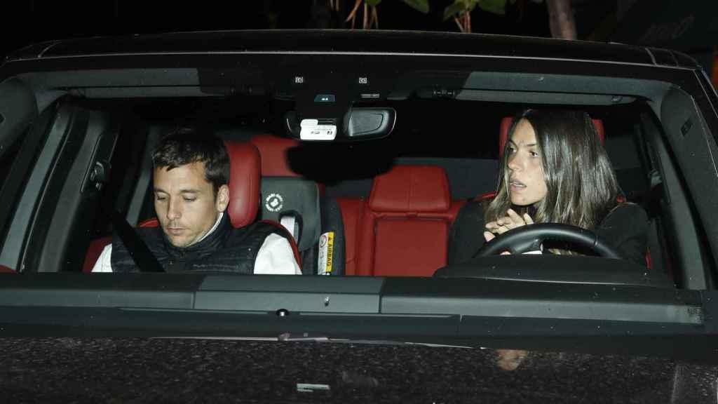 Salieron a cenar y después volvieron a su casa en el coche de Laura.