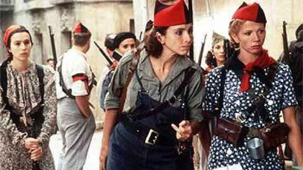 Fotograma de la película Libertarias ( 1996) de Vicente Aranda.