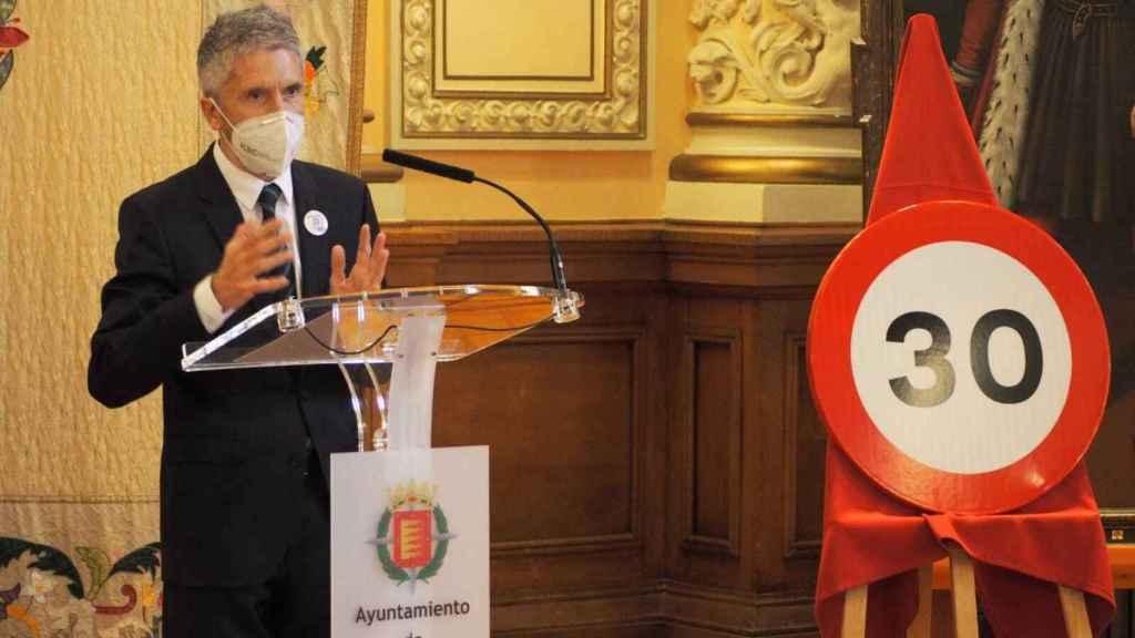 El ministro del Interior, Fernando Grande-Marlaska, presentando en Valladolid los nuevo límites de velocidad intramunicipal.