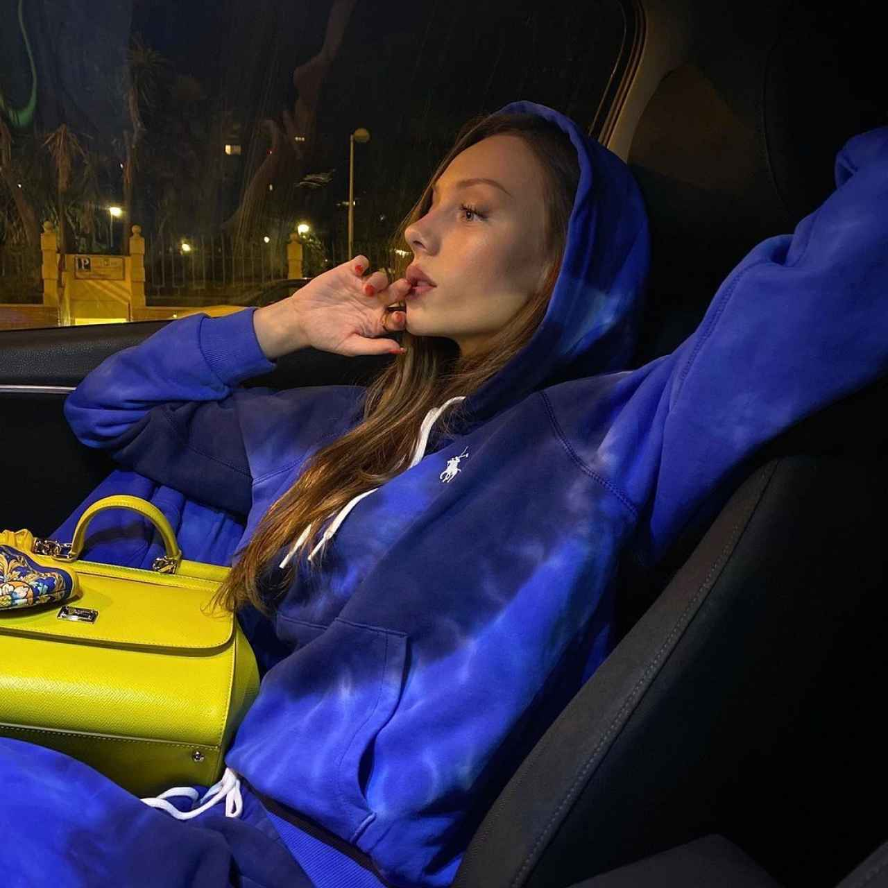 Ester Expósito con chándal de Ralph Lauren.