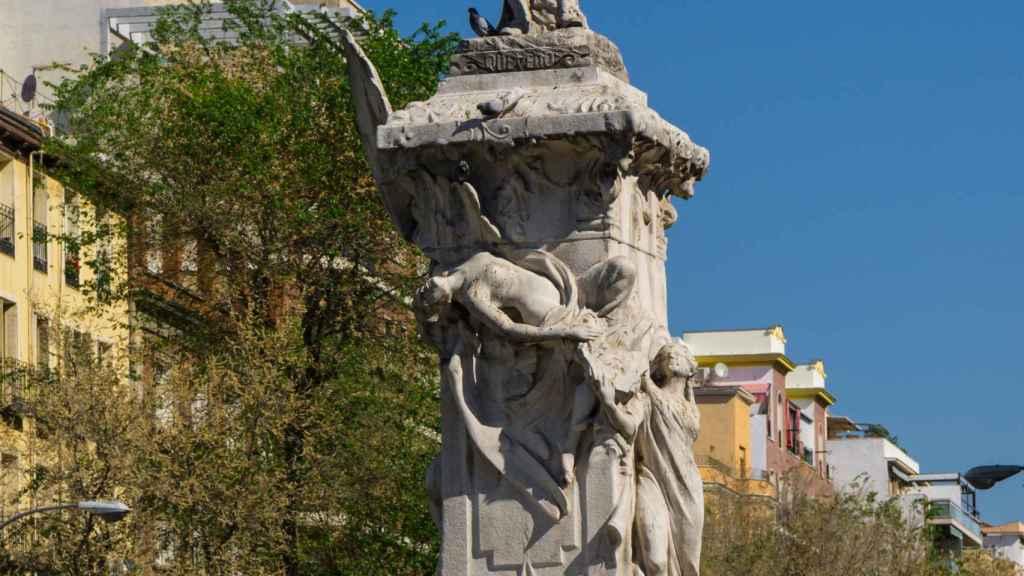 Estatua Quevedo