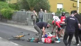 Mikel Landa, tendido en el suelo durante la quinta etapa del Giro de Italia