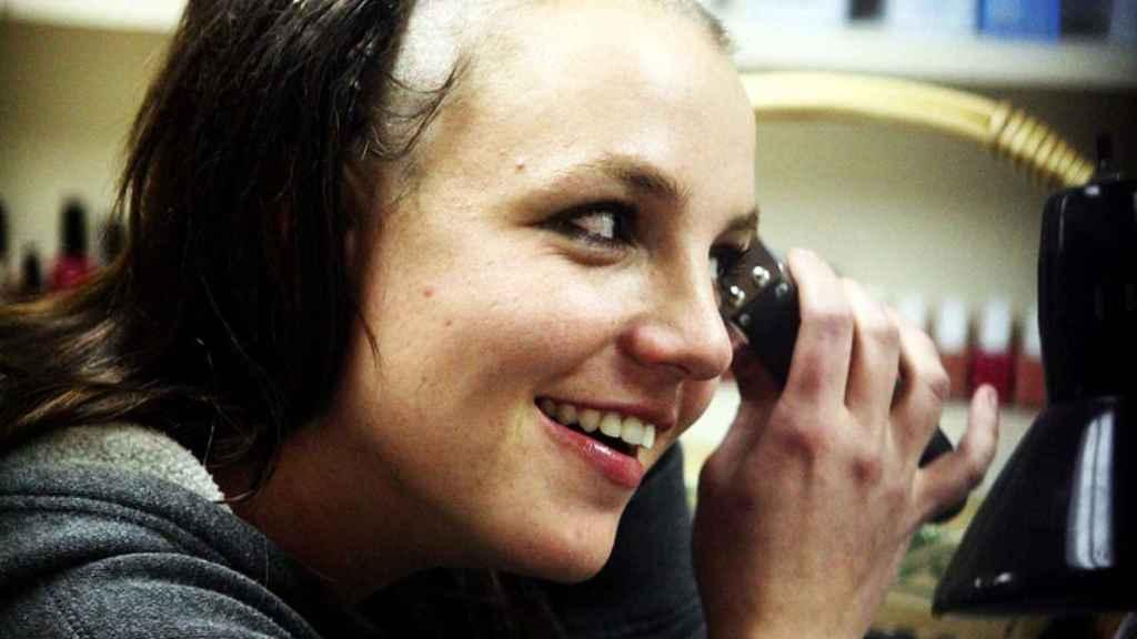 Britney Spears rapándose en 2007.