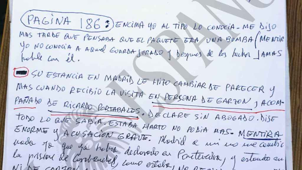 Una de las notas manuscritas que el testigo protegido Manuel Fernández Padín entregó al juez junta a su demanda contra el autor de 'Fariña'.