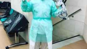 Sanitario valenciano con equipos de protección improvisados.
