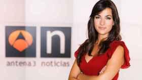 Esther Vaquero presenta 'Antena 3 Noticias 2' junto a Vicente Vallés.