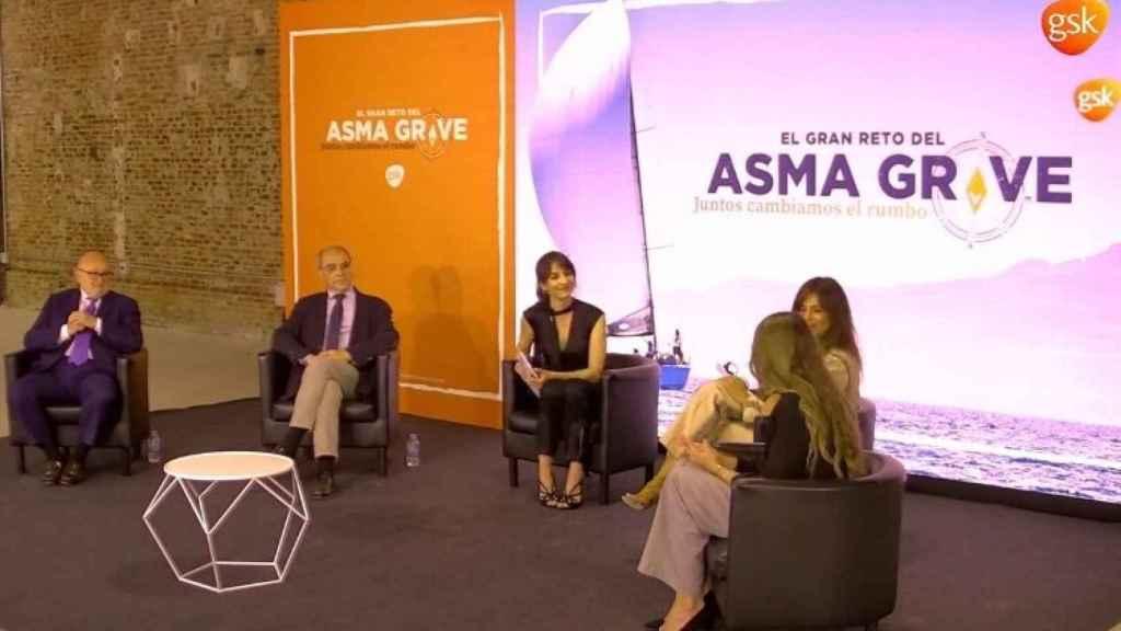 La presentadora ha estado acompañada por Nuria Roca, dos especialistas y una paciente.