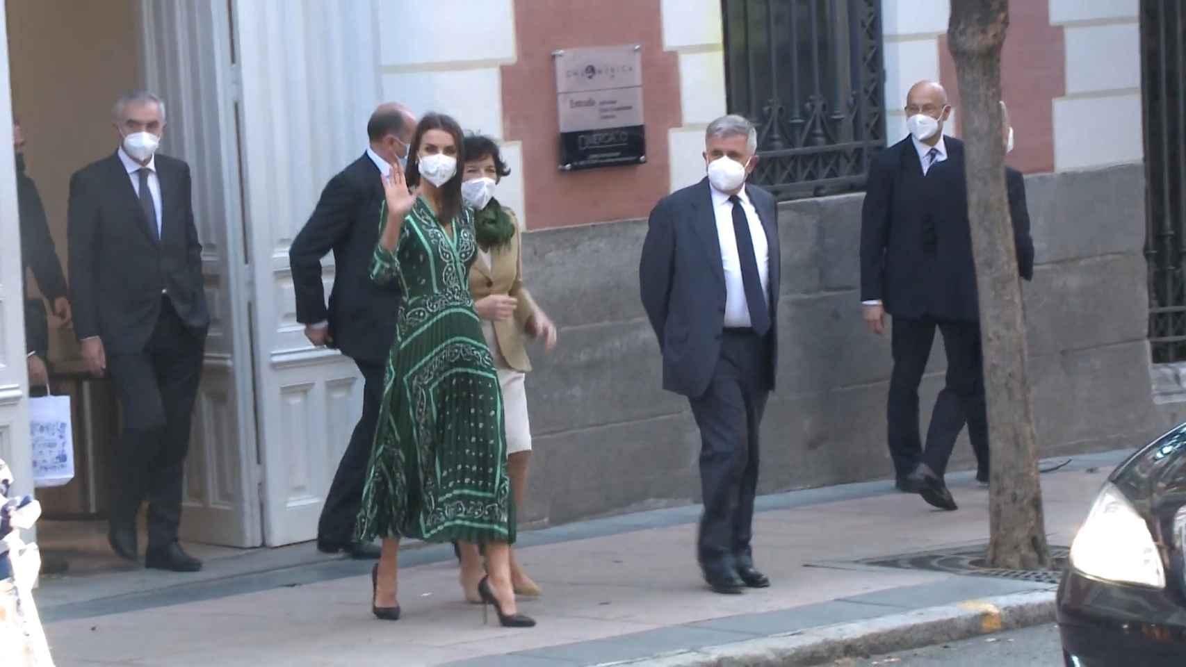 La reina Letizia rescata de su armario uno de sus vestidos favoritos