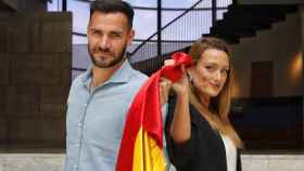 Saúl Craviotto y Mireia Belmonte, con la bandera de España