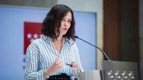 Isabel Díaz Ayuso, presidenta de la Comunidad de Madrid, en rueda de prensa en la Puerta del Sol.