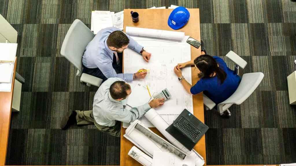Reunión de trabajo en una imagen de archivo.
