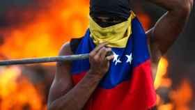 Un venezolano, durante una jornada de protesta contra la dictadura de Maduro.