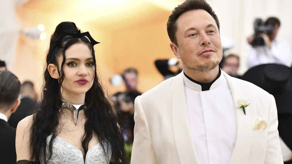Elon Musk with his partner, Grimes, in a May 2018 photo.