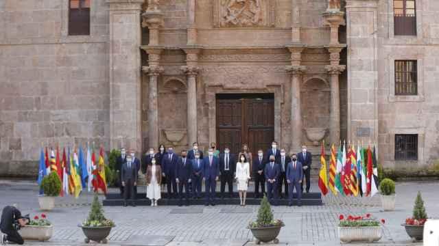 El presidente del Gobierno y los presidentes autonómicos en la Conferencia de presidentes de San Millán de la Cogolla en 2020.