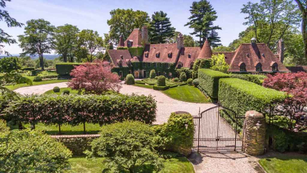 Image of the exterior of the house that Hilfiger has for sale in Round Hill.