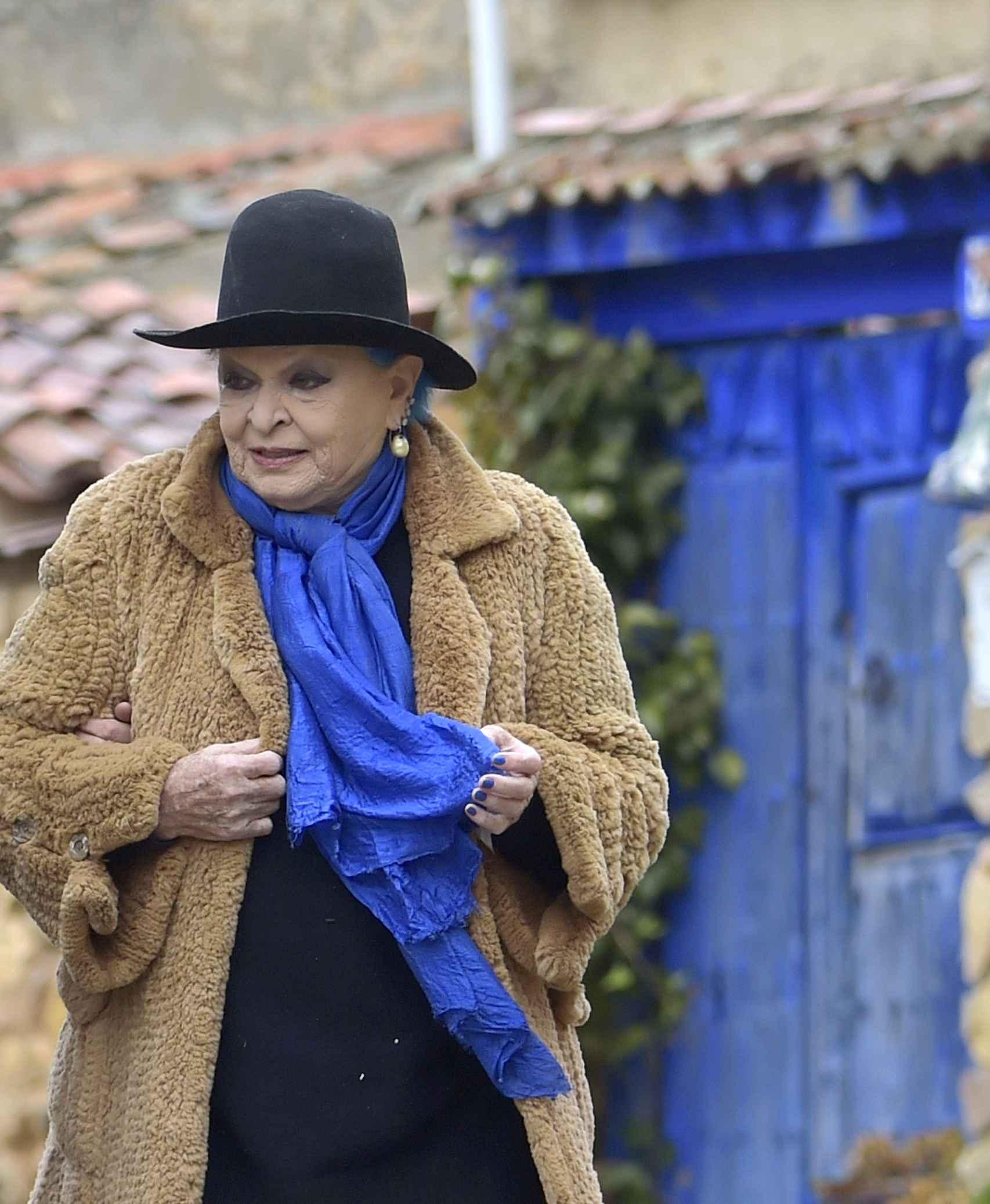 Lucía Bosé, saliendo de su casa, en una imagen de 2017.