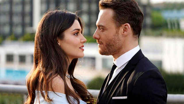 Hande Erçel y Kerem Bürsin, en una imagen promocional de 'Love is in the air'.