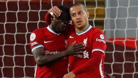 Mané y Thiago, con el Liverpool