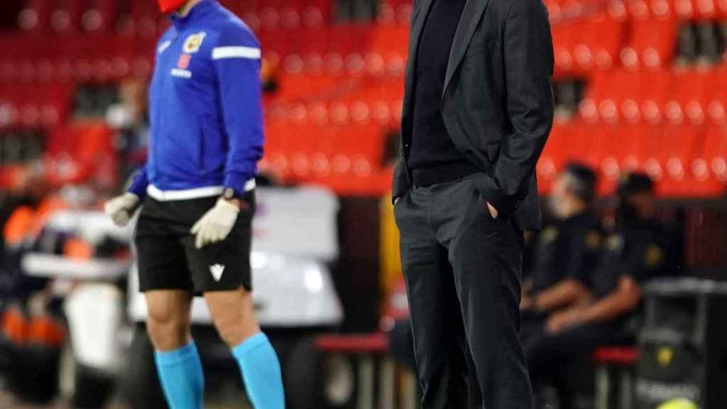 Zidane sigue el partido frente al Granada desde la banda