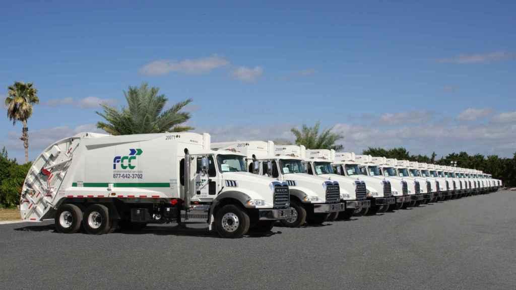 Flota camiones recolectores de FCC Servicios Medio Ambiente.