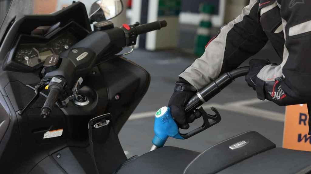 Las motos también pasarán por la electrificación.