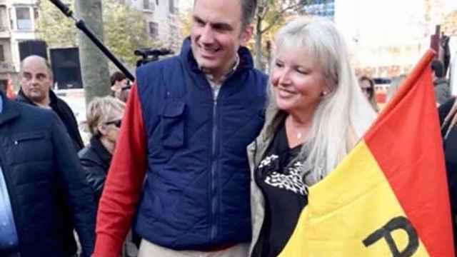 Carlota, la ultra de Vox en Gerona vendía carnets falsos de conducir: su hijo, el informático de la red