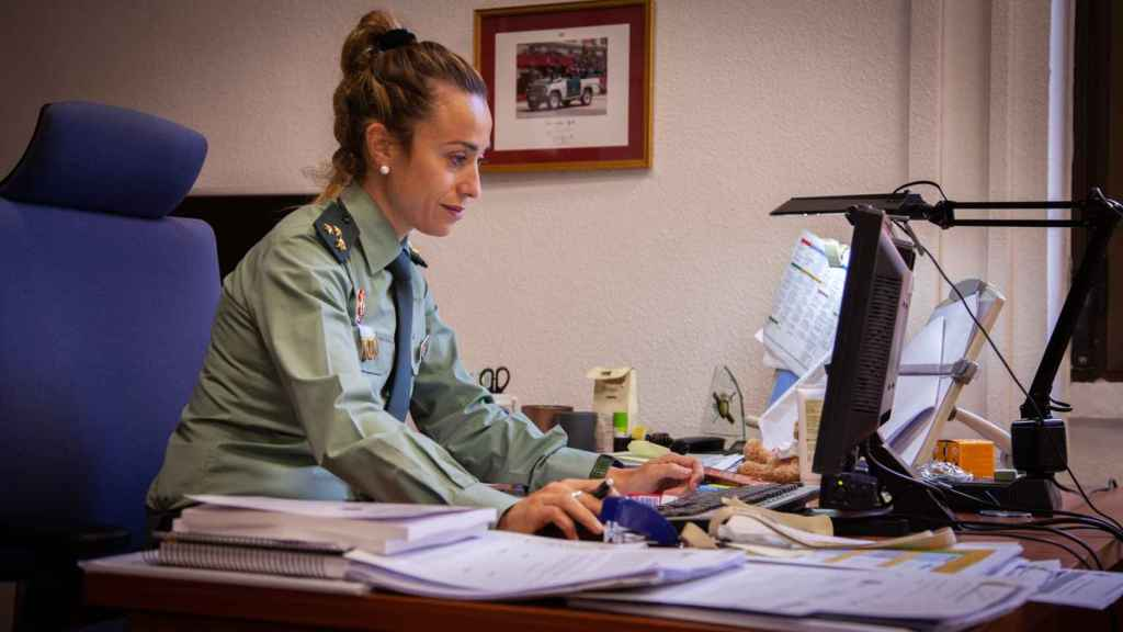 María José Garrido, trabajando en su despacho.