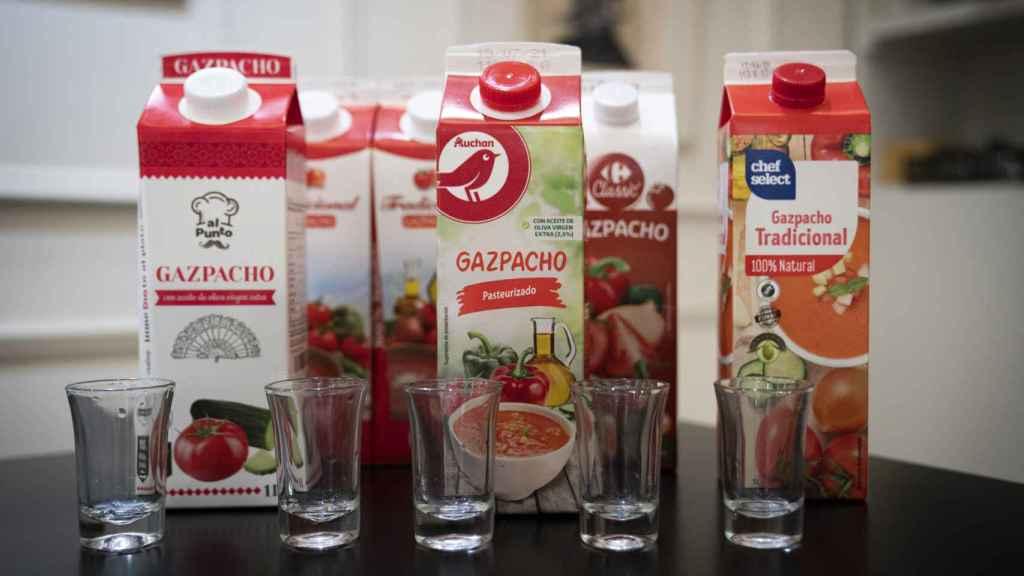 Imagen de los seis gazpachos diferentes probados por López.