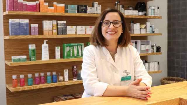 Clara Motos, experta en dermofarmacia y farmacéutica de DosFarma.