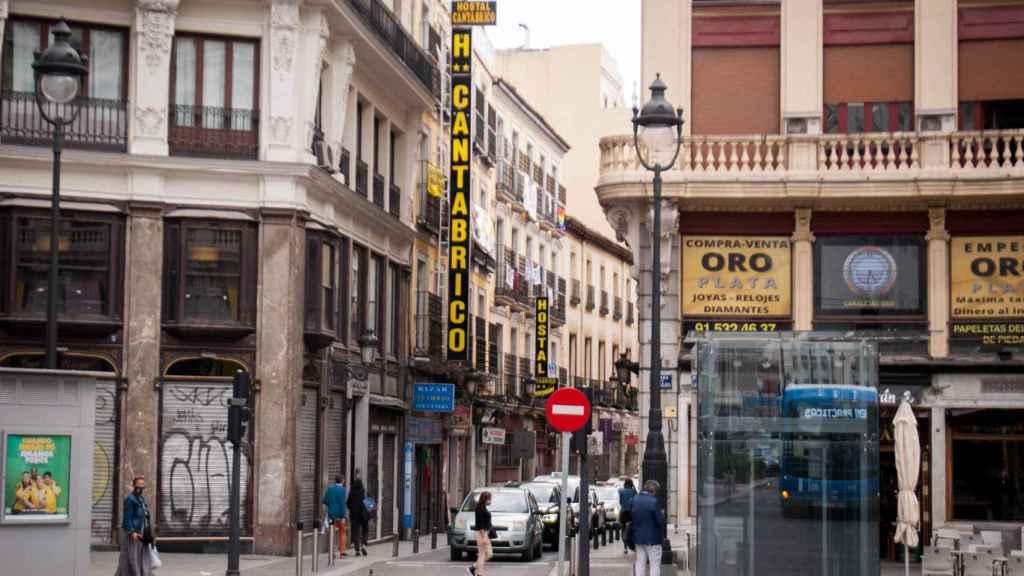 La calle Cruz vista desde la plaza de Canalejas.