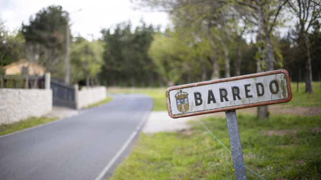 Carlos Reija tiene su fábrica artesanal de quesos en la parroquia de San Andrés de Barredo, en Castroverde.