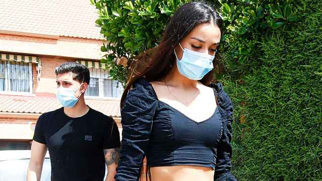 Julia Janeiro junto a su novio, Brayan Mejía.