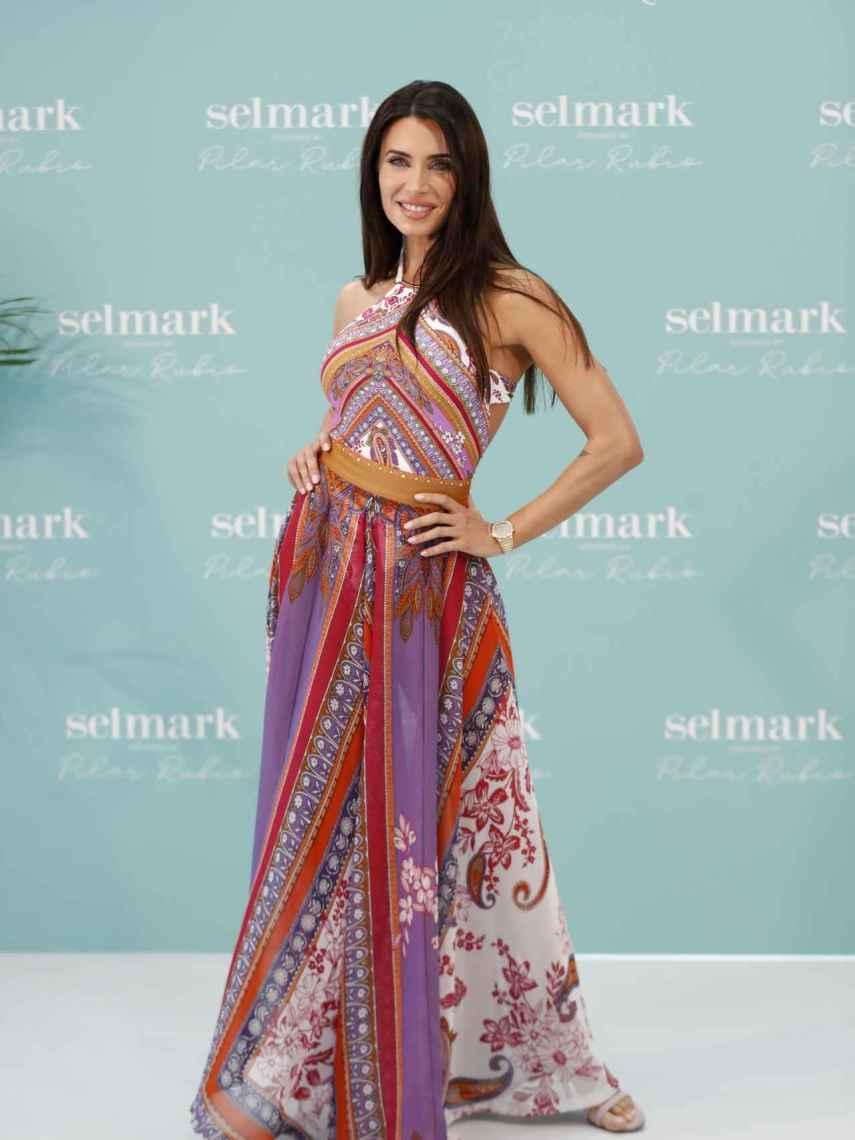 En el lanzamiento de la colección, Pilar Rubio lució uno de los bañadores y una falda creada por ella misma.