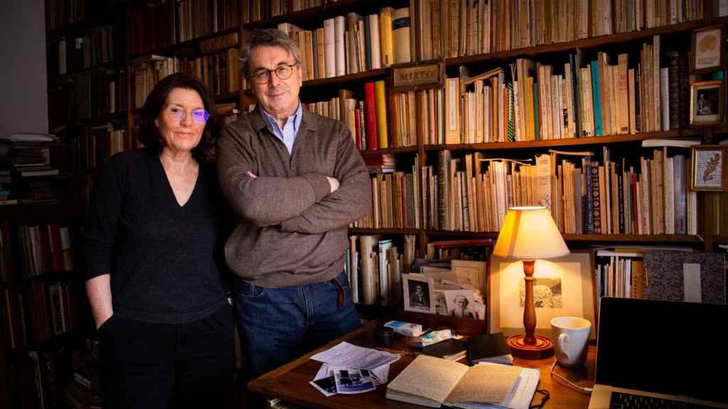 Andrés Trapiello y Míriam Moreno, matrimonio y compañeros de aventura editorial.