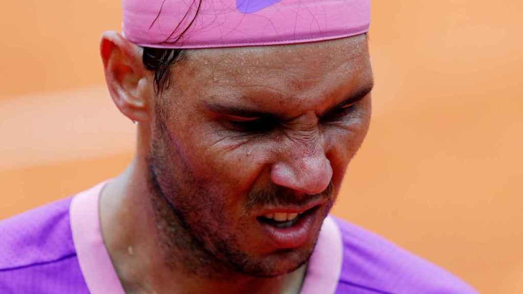 Nadal, con gesto de dolor en su partido en Roma contra Zverev