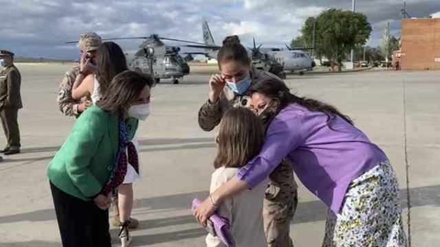 El Rey, Sánchez y Robles reciben a los últimos militares desplegados en Afganistán tras 19 años de misión