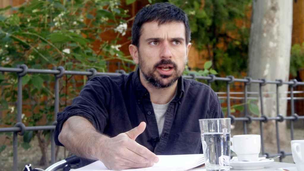 Ramón Espinar, ex secretario general de Podemos Madrid, entrevistado por EL ESPAÑOL en Vallecas.