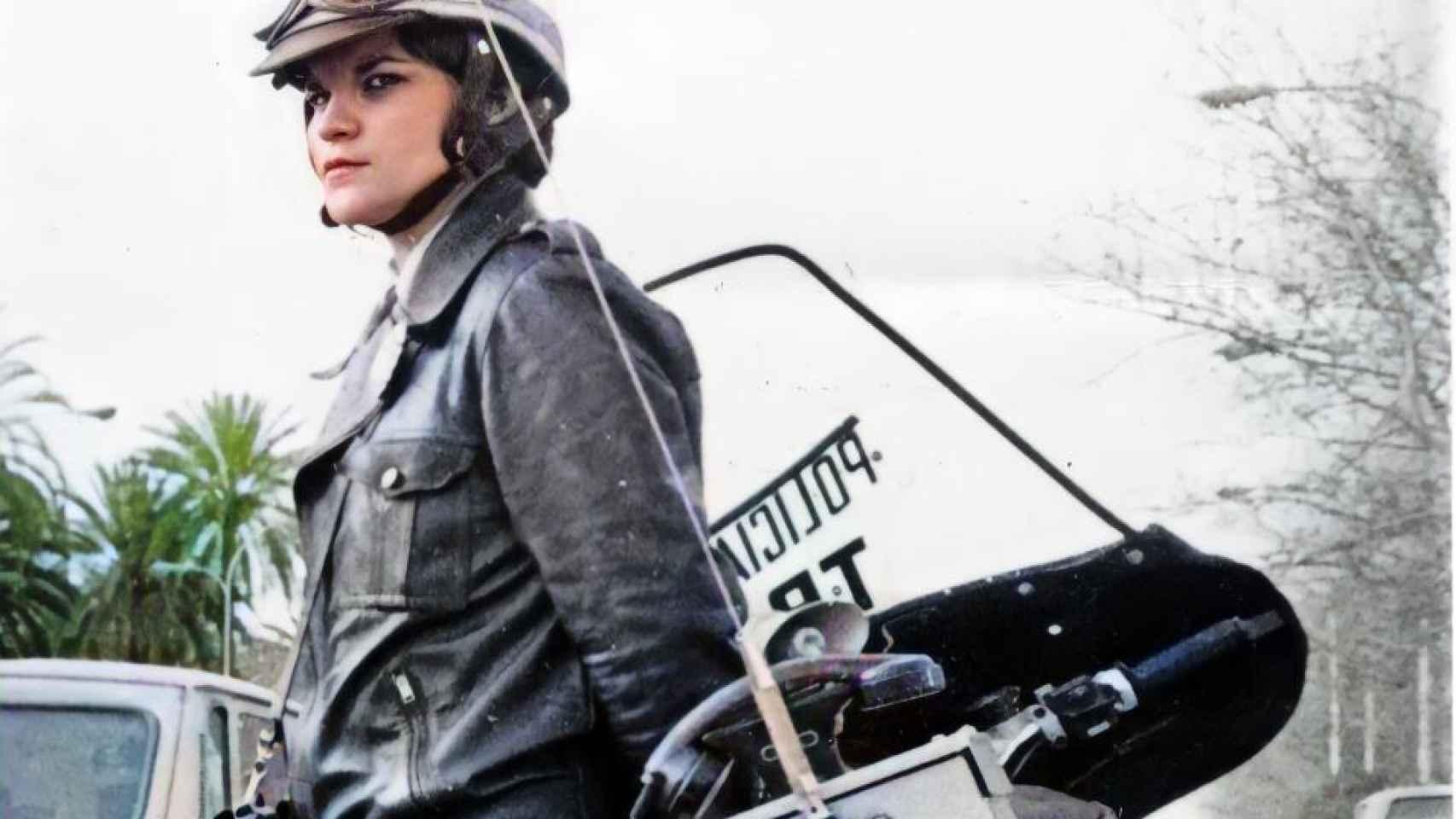 La primera policía motorista de España, Luisa Franco.