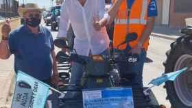 Carlos Mazón junto al presidente de ASAJA, Eladio Aniorte, durante la manifestación en la Vega Baja.