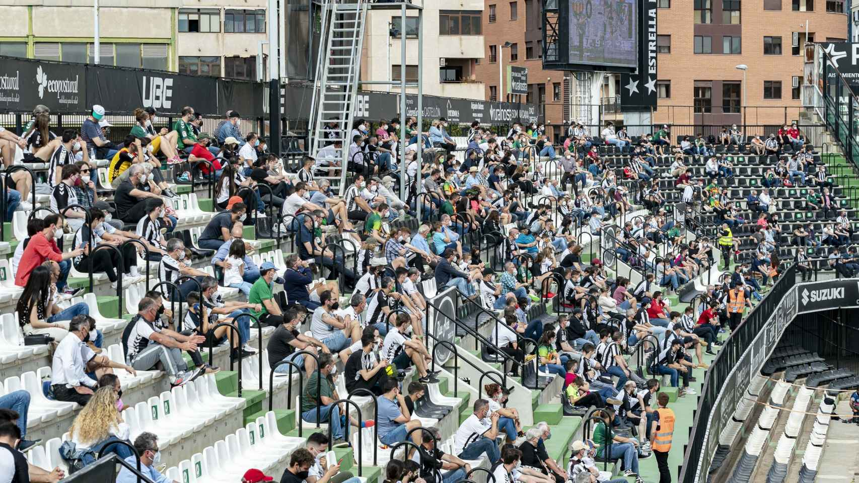 La grada con aficionados de Nuevo Estadio Castalia