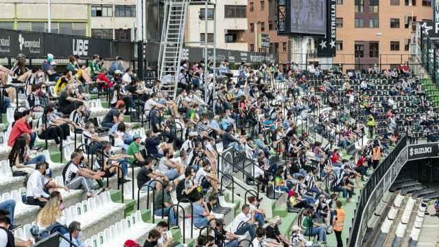 Así fue el regreso del público a los estadios de fútbol profesional: las imágenes más esperadas de la grada