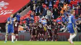 Los jugadores del Leicester celebran su gol ante el Chelsea