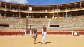 Noelia Vinal e Isabel Bartual, Bellees del Foc 2019, en la plaza de toros. Estilismo: Sfera para El Corte Inglés.