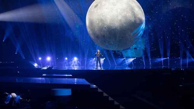 La luna de Blas Cantó ya es el elemento más grande de la historia de Eurovisión