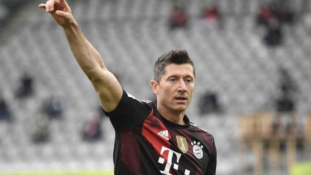 Robert Lewandowski gesticulando en un partido del Bayern