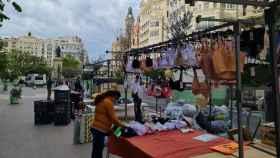 Puestos de ropa interior en la Plaza del Ayuntamiento de Valencia. EE
